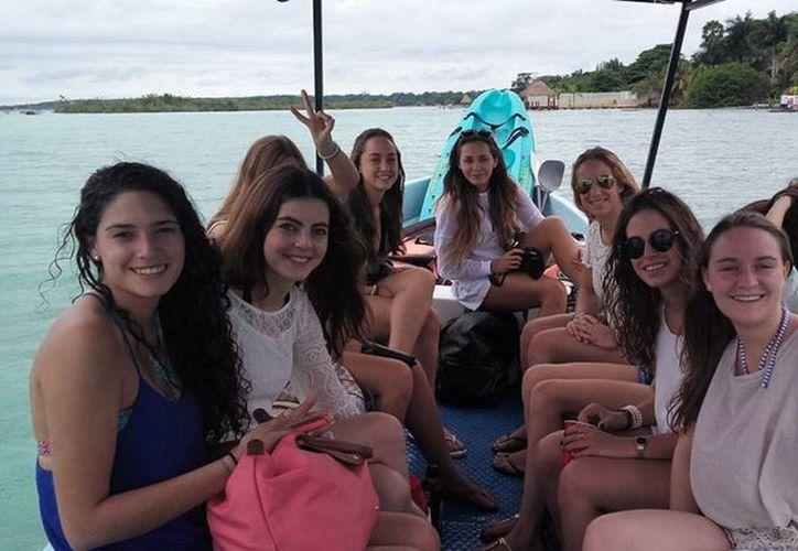 Bacalar ha comenzado ha recibir mayor turismo en este inicio de la temporada vacacional. (Javier Ortiz/SIPSE)