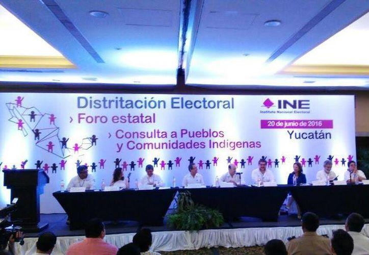 Para el caso de los 15 distritos locales el próximo lunes 27 de junio se presentará a los partidos políticos el primer escenario electoral de Yucatán. (Milenio Novedades)