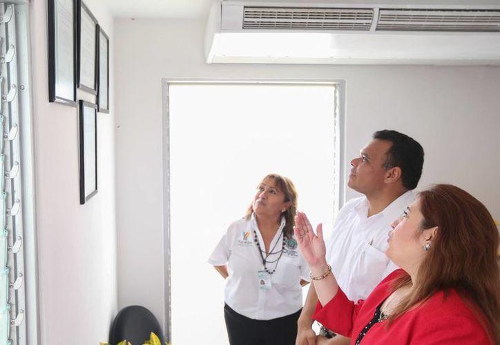 El gobernador Rolando Zapata Bello y la fiscal Celia Rivas en una de las nuevas unidades de mediación. (SIPSE)