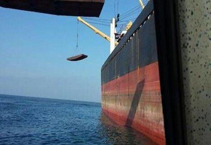 El buque norcoreano encallado en Tuxpan  causó graves daños a la zona de arrrecifes por lo que la multa podría ser de 10 mdp. (Milenio)