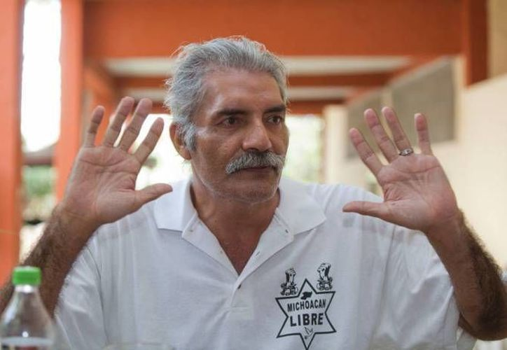 En redes sociales circula un video donde José Manuel Mireles, el ex líder de las autodefensas de Michoacán, reitera su suplica para liberar a todos los autodefensas de Michoacán. (Archivo SIPSE)