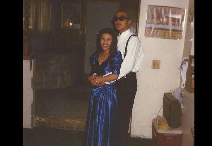 Cecilio Cruz aquí con su entonces pareja Marisol González, a quien asesinó en un callejón en marzo de 1997. (tntdrama.com)