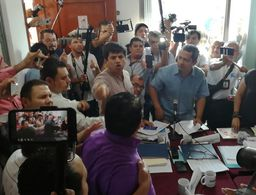 Gritos y 'sombrerazos' en conteo de votos de Playa (Video)