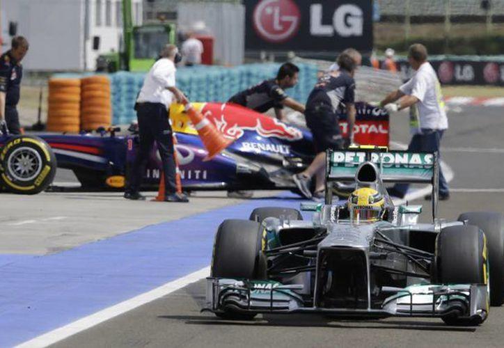 Hamilton superó por seis décimas al campeón alemán. (Foto: Agencias)