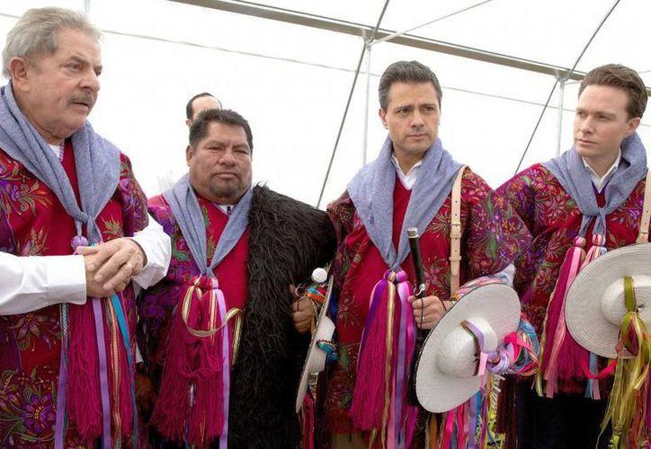 El expresidente de Brasil, Luiz Inácio Lula da Silva (i), acompañó al presidente en su gira por Chiapas. A la derecha, el goibernaqdor Manuel Velasco. (presidencia.gob)