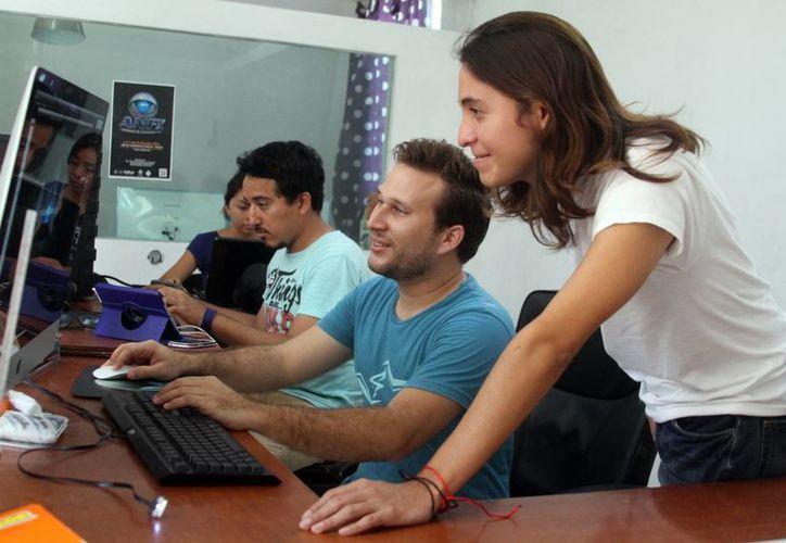 Oscar Pinzón Marrufo (c),  fundó Pythagoras Animation Studio con el fin de aportar a la industria de animación que se genera desde Yucatán. (Milenio Novedades)