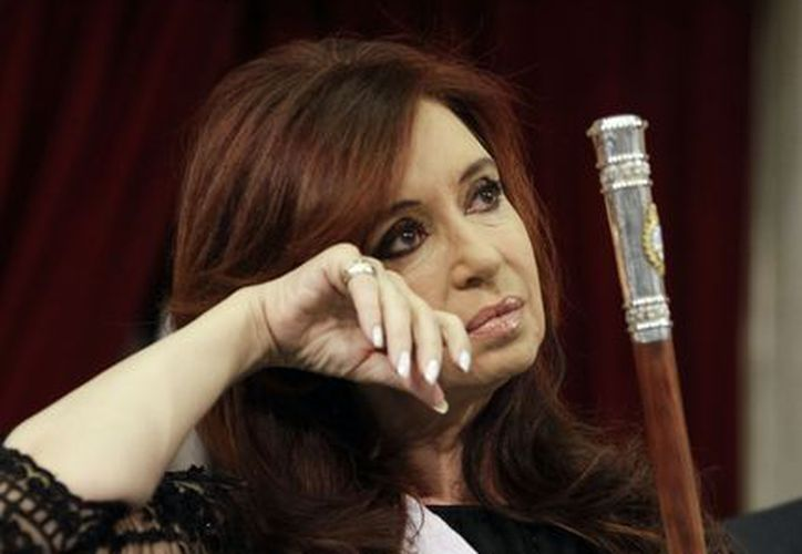 Fernández viste siempre de negro tras la sorpresiva muerte de su esposo, Néstor Kirchner. (Archivo/Agencias)