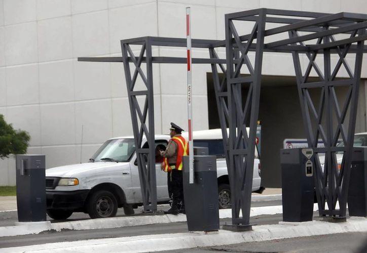 Es muy probable que otras plazas recurran al cobro del estacionamiento, señalan. (SIPSE)