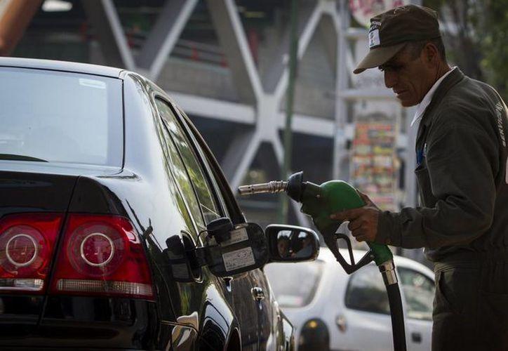 La gasolina Premium ha subido 54 centavos desde el inicio de 2014. (Notimex)