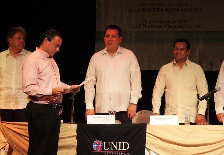 Autoridades durante una gira de trabajo en Solidaridad. (Adrián Barreto/SIPSE)
