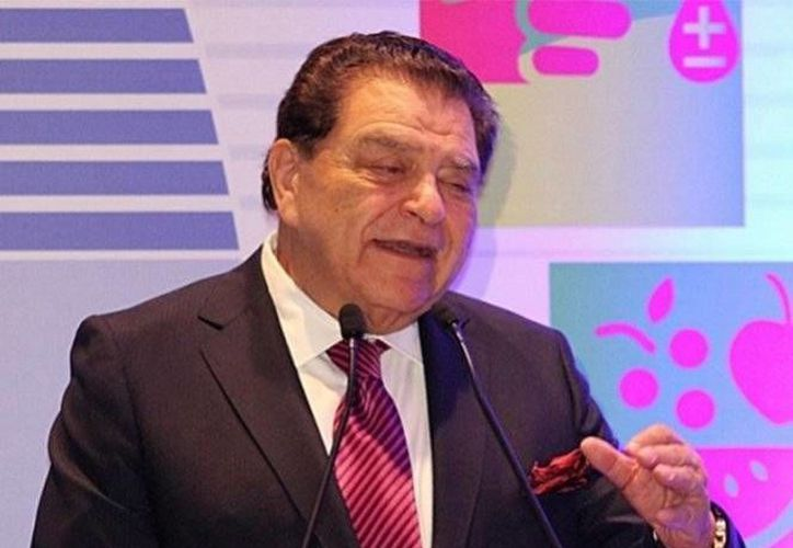 Don Francisco estará acompañado  de los coanimadores Patricia Manterola y Karim Mendiburu, en el nuevo programa 'Siempre niños'. (Notimex)