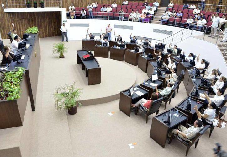 Los legisladores locales abordaron el tema del recorte millonario a tres ayuntamientos yucatecos. (Milenio Novedades)