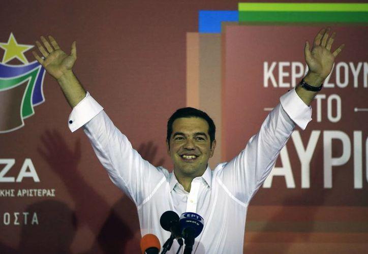 Alexis Tsipras, ex primer ministro de Grecia, afirma que los griegos han dado un 'claro mandato' en las urnas. (AP)