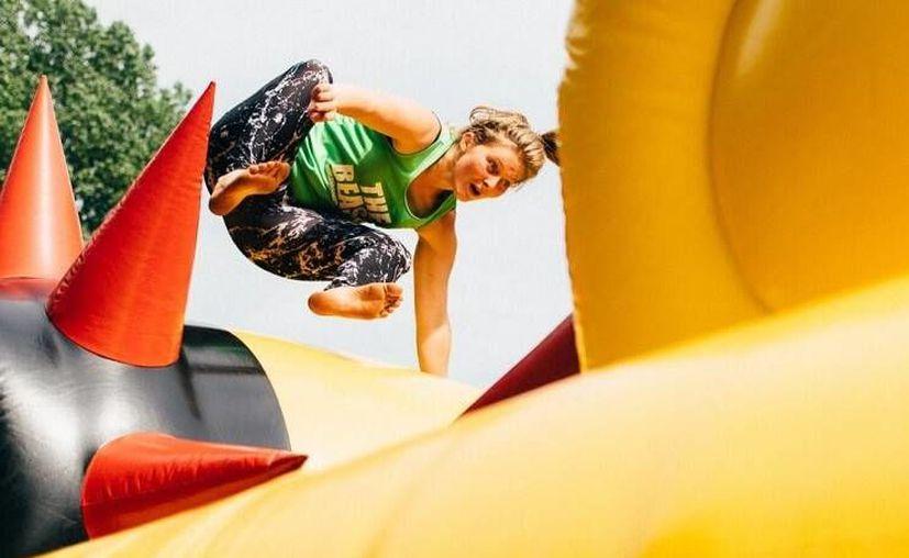 La carrera tendrá 11 obstáculos inflables y será en el Cancún Country Club. (Contexto/Internet)