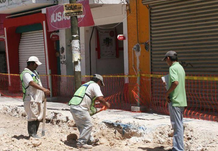 Los locatarios esperan aguantar hasta que se realice la pavimentación, la cual, según el titular de la Secretaría de Infraestructura y Transporte (Sintra), Fernando Escamilla Carrillo, será en noviembre. (Harold Alcocer/SIPSE)