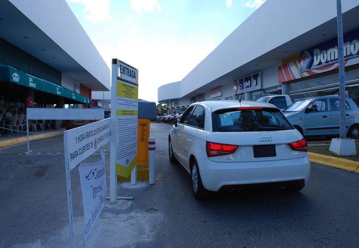 Los estacionamientos deben contar con una póliza de seguro vigente para garantizar los vehículos estacionados en ellos. (Tomás Álvarez/SIPSE)