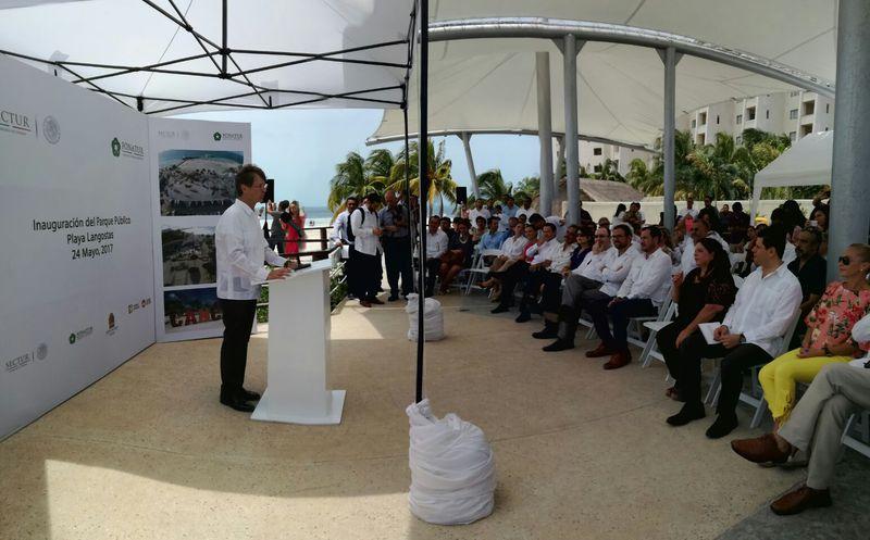 Con material reciclado renuevan Playa Langosta
