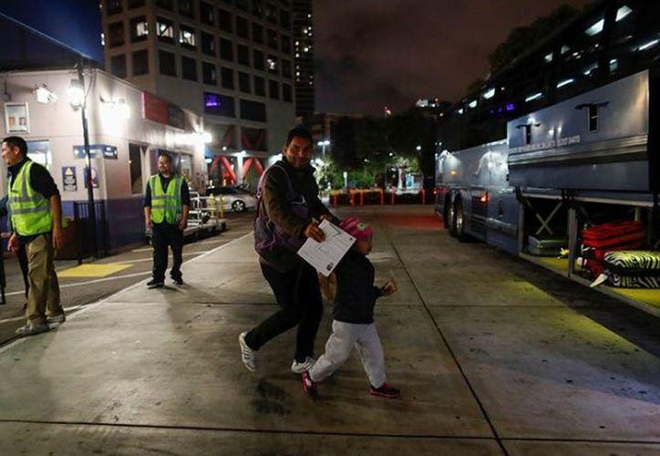 El Departamento de Seguridad Nacional tiene un espacio limitado para albergar a familias enteras. (Foto: Reuters)