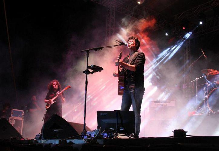 Se realizó una presentación más del cantautor que vive en la Riviera Maya, el cual se entregó a un público de todas las edades. (Maria Mauricio/SIPSE)