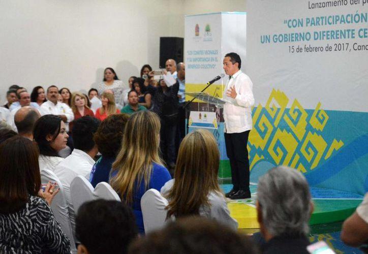 carlos Joaquín González dialogó con integrantes de asociaciones civiles de la zona norte del estado. (Luis Soto/SIPSE)