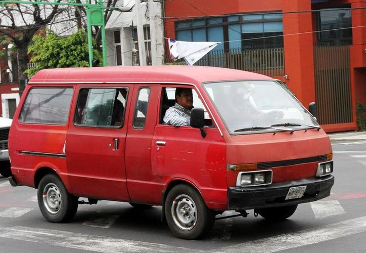 El gobierno de Edomex está en pláticas con las autoridades ambientales para dar facilidades a quien necesite usar su vehículo antiguo. (Notimex)