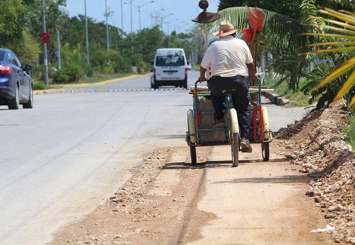 Trabajadores comentan que tuvieron que abrir la calle para introducir cableado y proveer del suministro de energía eléctrica. (SIPSE)