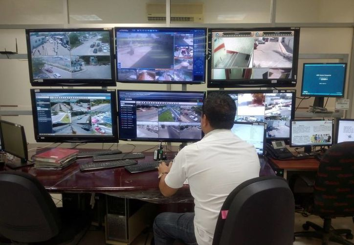En Cancún hay instaladas más de 300 video cámaras de vigilancia. (Eric Galindo/SIPSE)