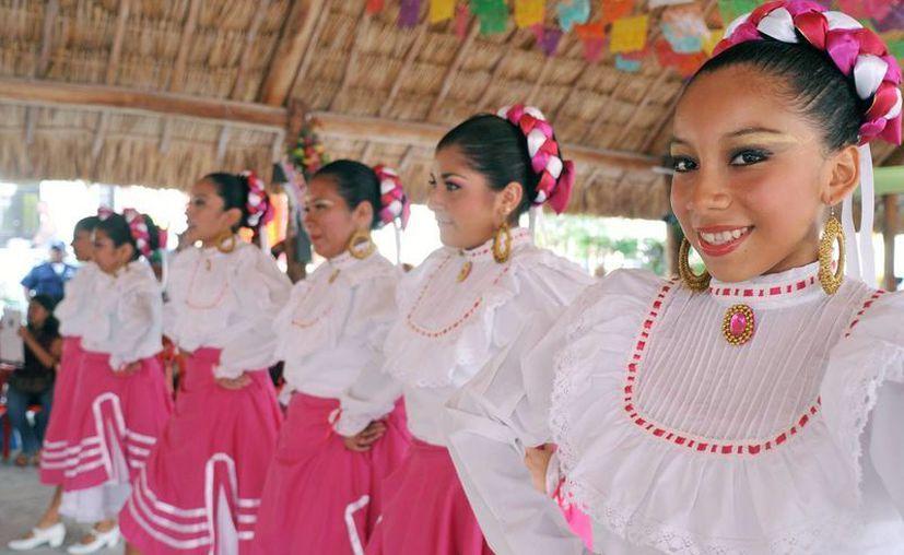 Las actividades se desarrollaron en la palapa principal del poblado. (Cortesía/SIPSE)