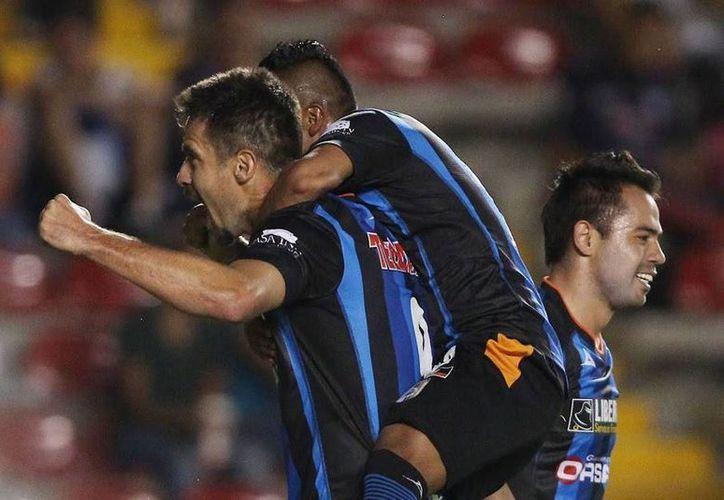 Hasta el momento no hay información oficial de que las acciones del club Querétaro hayan sido intervenidas por el SAE de Hacienda. (Facebook/gallos-blancos.com)