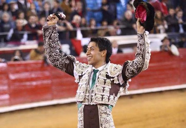 La tarde de este domingo el diestro Sergio Flores salió como triunfador de la Plaza México al cortar dos orejas del lote de la ganadería Barralva en la corrida 19 de la Temporada Grande. (Imagen/ Facebook: Plaza México)