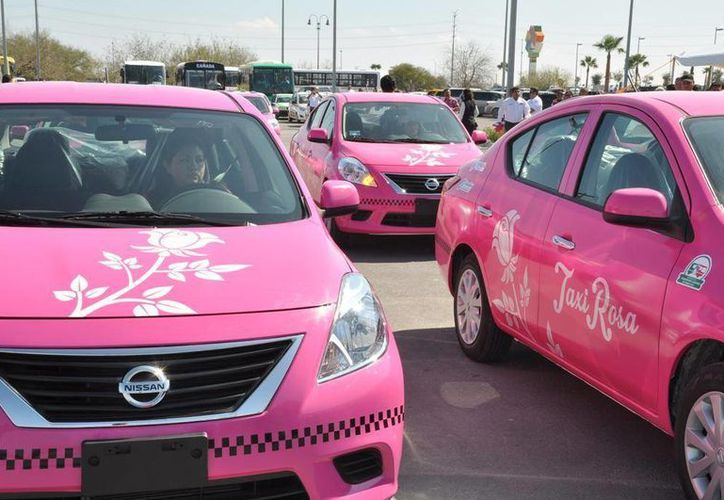 Los taxis rosa recorrerán las principales calles de Reynosa para prestar el servicio. (tododeportesreynosa.com)