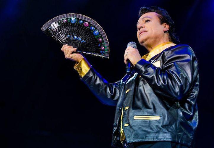 Con 45 años de trayectoria musical, Juan Gabriel falleció este domingo víctima de un infarto. (Imagen tomada de Facebook/ Juan Gabriel)
