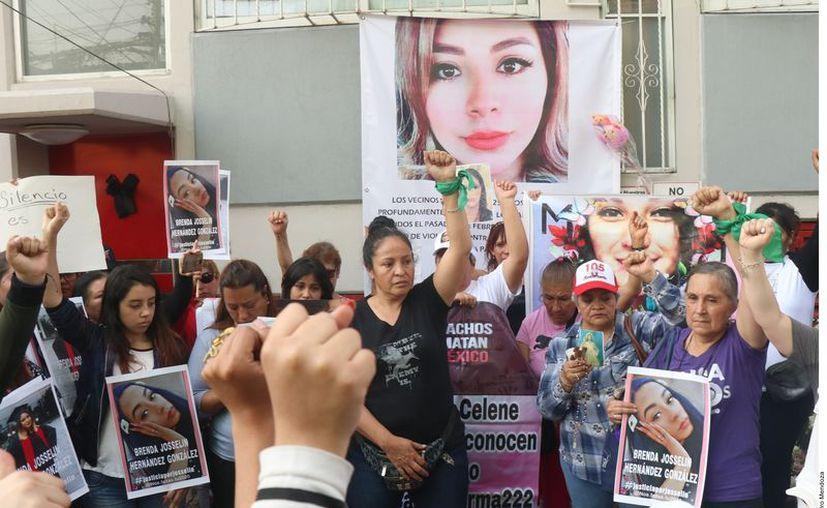 Cientos de personas exigen justicia para este asesinato y el de todas las mujeres que a diario pierden la vida de manera violenta. (Foto: Agencia Reforma).