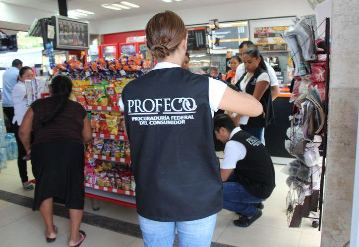 Se realiza un operativo de la Profeco en la zona turística y en los centros comerciales de la ciudad. (Foto: Octavio Martínez)