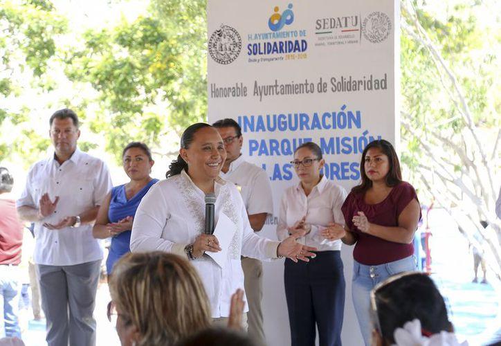 El Gobierno Municipal entregó dos parques en los fraccionamientos Misión de las Flores y Palmas I. (Redacción/SIPSE)