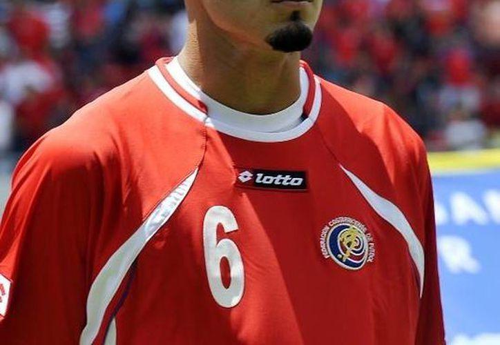 El defensa lateral Heiner Mora, de 29 años, se lesionó en un entrenamiento con la escuadra costarricense. (nacion.com)