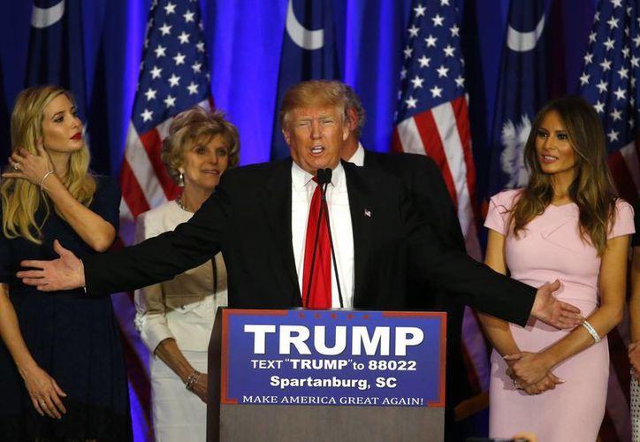 Donald Trump logró el 32.9 por ciento de los votos en Carolina del Sur, por lo que se mantiene como puntero en las preferencias republicanas. (Imágenes de AP)