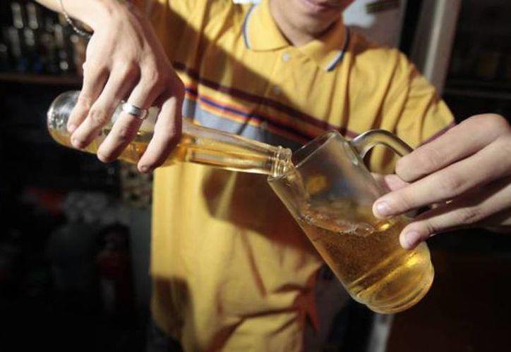 Entre los meridanos el consumo de bebidas en más relevante en los hombres, con 60 por ciento, y 43.1 por ciento en mujeres. (Milenio Novedades)