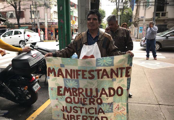 Leovaldo Vargas quien presuntamente es esquizofrénico, portaba una manta bañada en thinner y amenazaba con prenderse fuego. (La Jornada)