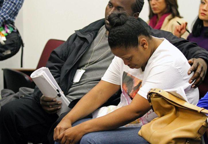 Nailah Winkfield, madre de Jahi McMath, preguntó a los médicos si era normal que la pequeña sangrara tanto luego de una sencilla operación de las amígdalas. En la imagen aparece en el juzgado que lleva el caso. (Agencias)