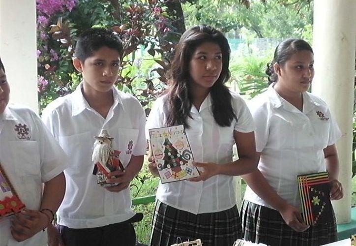 Los alumnos de la secundaria enviaran sus manualidades realizadas con materiales reciclados. (Redacción/SIPSE)