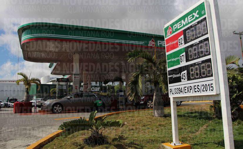 Señalan que el transporte del combustible contribuye al incremento de los costos. (Paola Chiomante/SIPSE)
