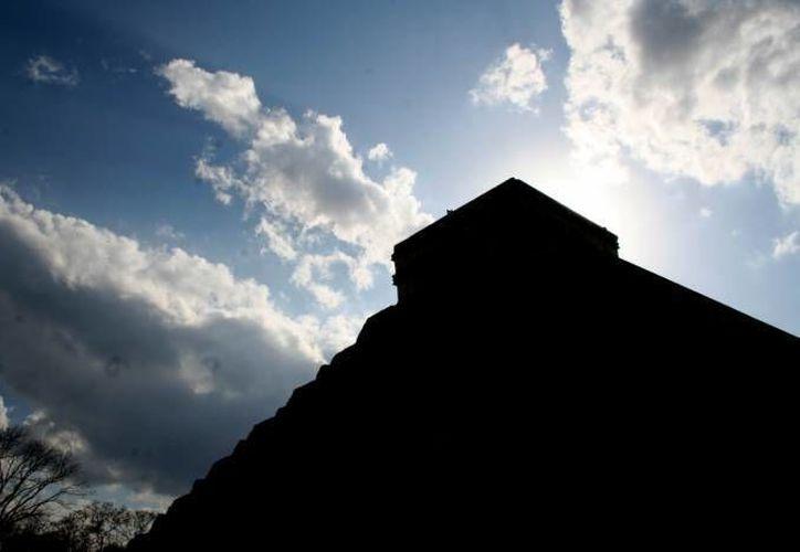 Las ruinas mayas son muy celosas y se deben hacer rituales cada determinado tiempo, sobre todo si se va a hacer algún tipo de trabajo ahí. En imagen, la pirámide de Chichen Itza. (Foto ilustrativa/ SIPSE)