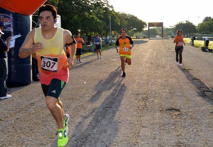 Competidores en la carrera del Fraccionamiento del Parque. (Sipse)