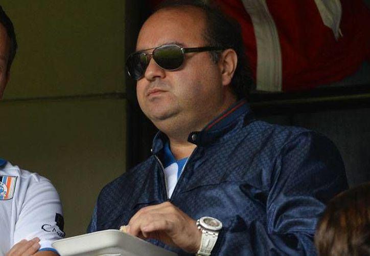 Amado Yañez, presidente de Oceanografía, es dueño de dos equipos de futbol profesionales: Delfines de Ciudad del Carmen y Gallos de Querétaro. (futboltotal.com)
