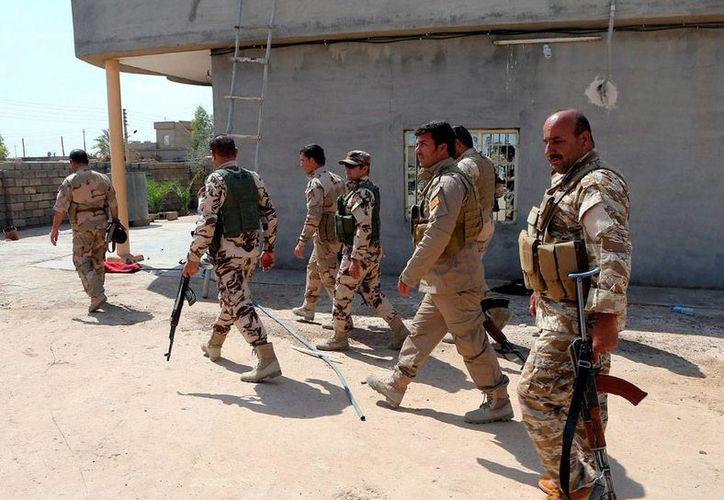 Una ola de atentado dejó saldó de más de 20 muertos en Irak. La imagen es únicamente de contexto y corresponde a peshmergas, miembros las milicias kurdas, quienes patrullan las calles de Mosul, Irak. (Archivo/Efe)