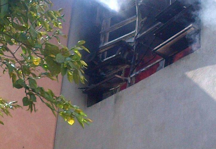 Afortunadamente la propietaria y sus dos hijas lograron salir a tiempo del departamento que se incendió. (Cortesía)