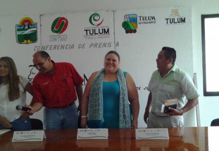 La directora de Ópera Maya, Mary Gronan, anunció en rueda de prensa la presentación de este espectáculo en Tulum. (Sara Cauich/SIPSE)