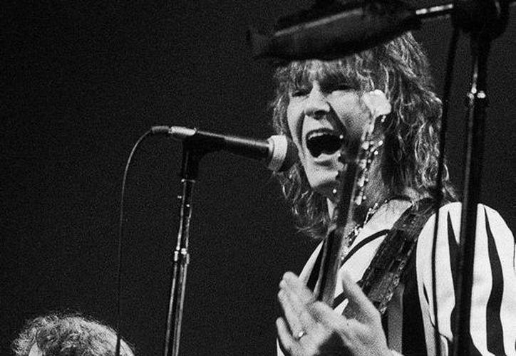 La agencia de noticias AP difundió esta imagen de archivo de Chris Squire, alias The Fish, bajista de la banda 'Yes', durante una actuación en el Madison Square Garden de Nueva York, en agosto de 1977. El músico falleció este domingo.