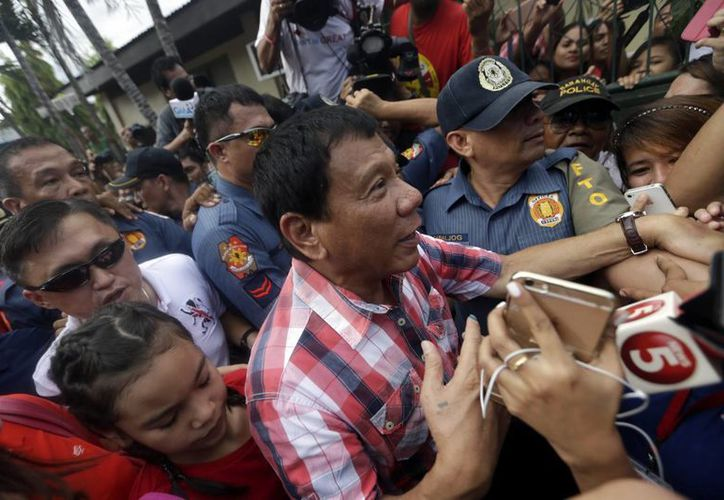 Durante toda la semana, las redes sociales se han visto inundadas de comentarios que criticaban la acción del presidente electo de Filipinas, Rodrigo Duterte. (EFE)
